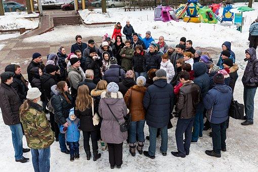 Многодетные семьи Ленинского района не хотят уезжать за 101 км и требуют положенной им земли в Горках Ленинских