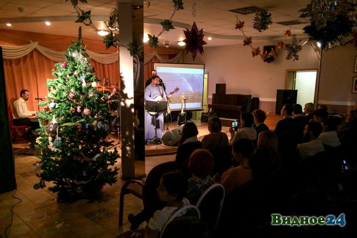 В центральной библиотеке состоялся концерт музыкальной группы Видновского благочиния. Видеозапись фото 7