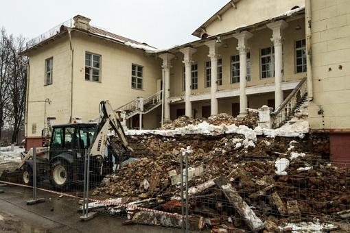 Без проекта реставрации началась реконструкция Дома культуры города Видное. Фоторепортаж