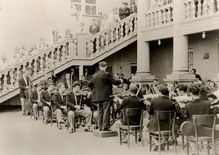 Концерт Рижского симфонического оркестра на террасе Дома культуры. 1954 год