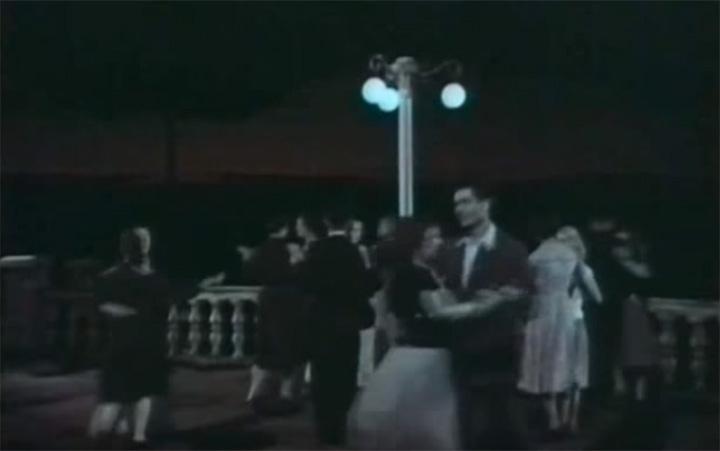 Танцы на террасе Дома культуры. Кадр из фильма «Среди лесов Подмосковья» 1957 год