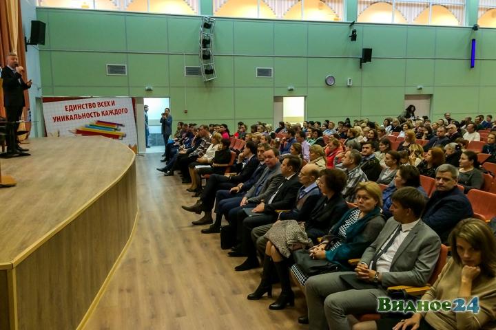 Состоялась встреча главы района Олега Хромова с жителями новых микрорайонов города Видное. Видеозапись фото 2