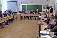 Состоялся круглый стол жителей, властей и представителя УК «ДЭЗ №6». Видеозапись