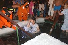 В Ленинском районе в крещенских купаниях приняло участие 6 тысяч человек