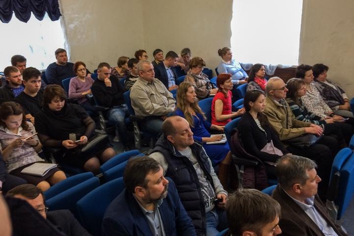 Жители против гостиницы на ул. Гаевского, пока не расселят общежитие. Видеозапись публичных слушаний фото 4