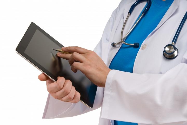 До конца 2017 года все поликлиники Подмосковья перейдут на электронные медкарты