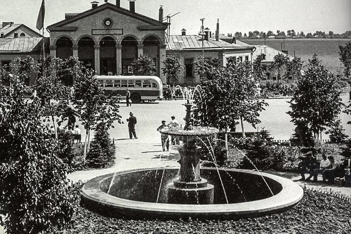 Фонтан на Советской площади города Видное. 1950-е годы