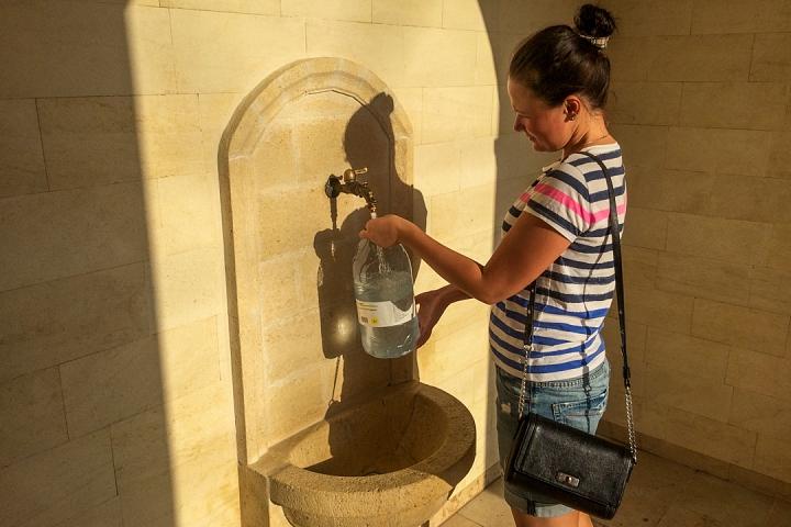 В Видном открыт бювет и презентована «Видновская артезианская вода» в бутылках фото 3