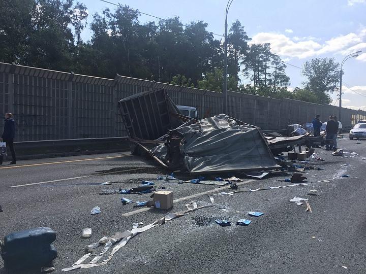 На трассе М4 «Дон» столкнулись 471-й автобус и фура. Есть пострадавшие. Видео регистратора автобуса фото 2