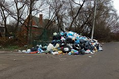 Администрация Ленинского района заключила аварийный контракт на вывоз мусора