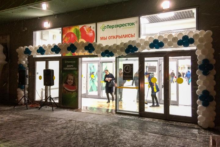 В микрорайоне Купелинка открылся торговый центр с «Перекрестком» и «Четырьмя лапами» фото 3
