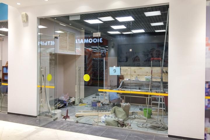 В микрорайоне Купелинка открылся торговый центр с «Перекрестком» и «Четырьмя лапами» фото 6