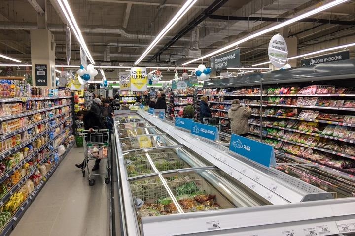 В микрорайоне Купелинка открылся торговый центр с «Перекрестком» и «Четырьмя лапами» фото 13