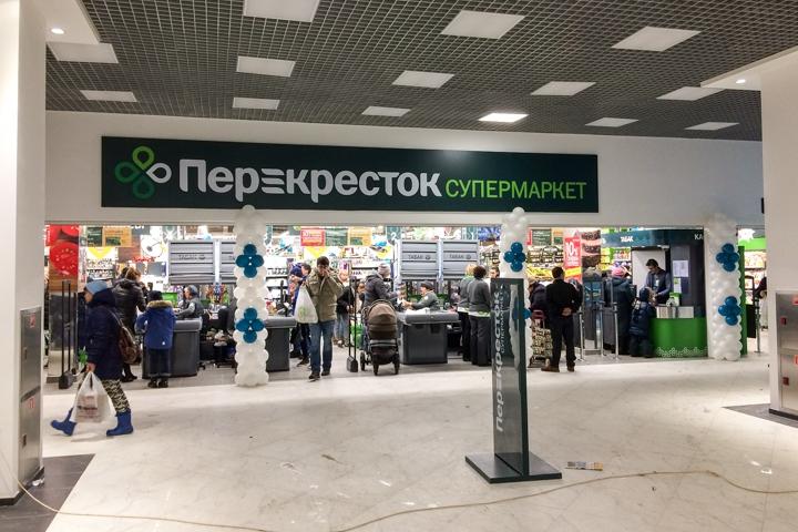 В микрорайоне Купелинка открылся торговый центр с «Перекрестком» и «Четырьмя лапами» фото 10