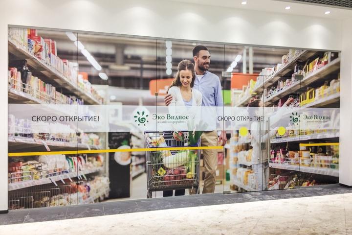 В микрорайоне Купелинка открылся торговый центр с «Перекрестком» и «Четырьмя лапами» фото 5