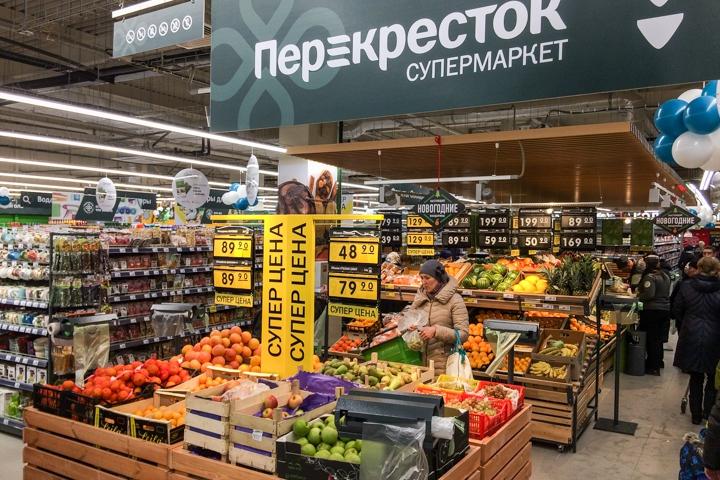 В микрорайоне Купелинка открылся торговый центр с «Перекрестком» и «Четырьмя лапами» фото 12