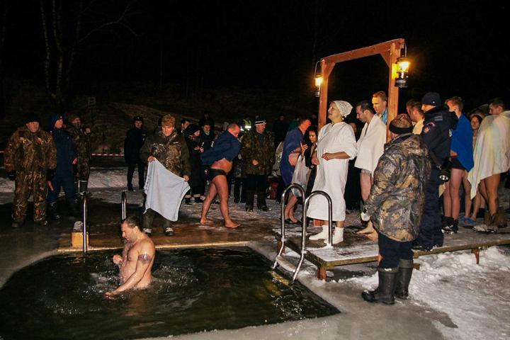 В крещенских купаниях в Ленинском районе приняло участие более 6 тысяч человек. Фоторепортаж фото 15