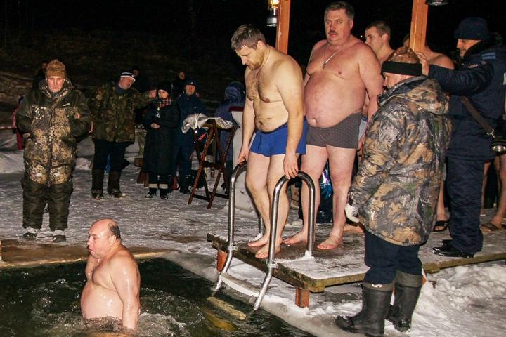 В крещенских купаниях в Ленинском районе приняло участие более 6 тысяч человек. Фоторепортаж фото 13