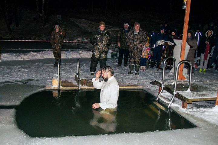 В крещенских купаниях в Ленинском районе приняло участие более 6 тысяч человек. Фоторепортаж фото 12