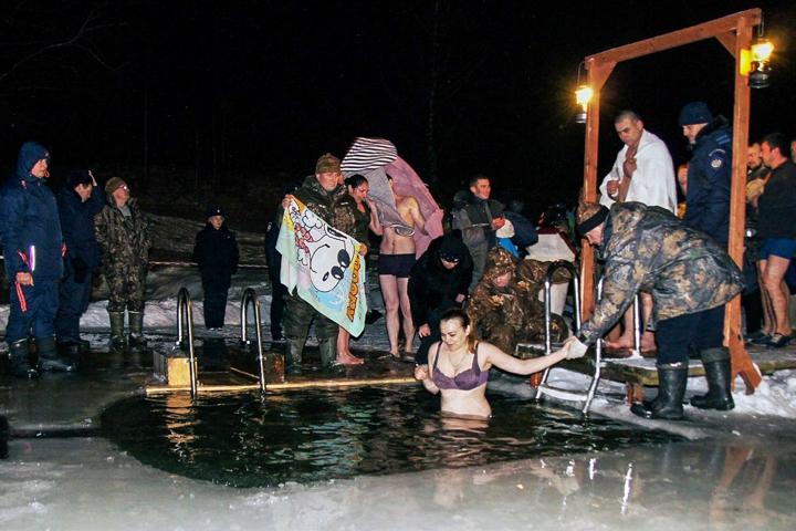 В крещенских купаниях в Ленинском районе приняло участие более 6 тысяч человек. Фоторепортаж фото 27