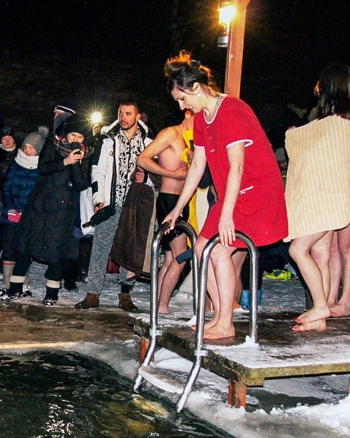 В крещенских купаниях в Ленинском районе приняло участие более 6 тысяч человек. Фоторепортаж фото 16