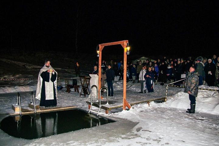 В крещенских купаниях в Ленинском районе приняло участие более 6 тысяч человек. Фоторепортаж фото 11