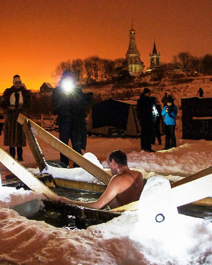 В крещенских купаниях в Ленинском районе приняло участие более 6 тысяч человек. Фоторепортаж фото 33