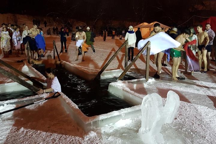 В крещенских купаниях в Ленинском районе приняло участие более 6 тысяч человек. Фоторепортаж фото 6
