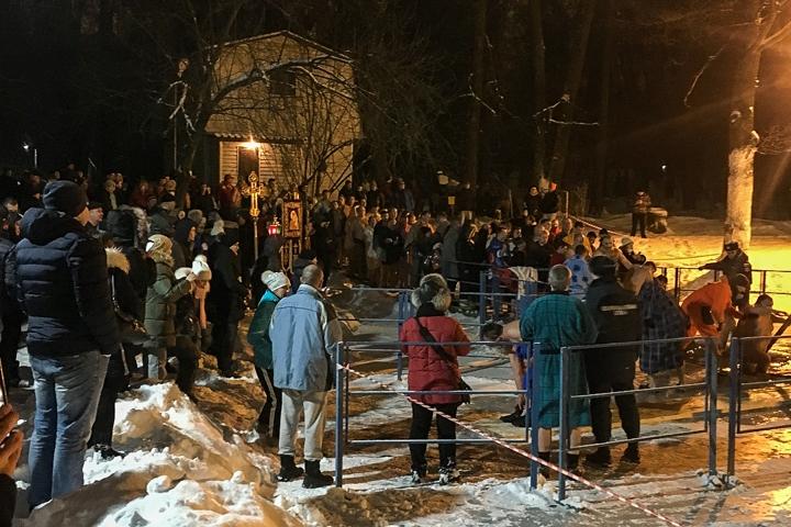 В крещенских купаниях в Ленинском районе приняло участие более 6 тысяч человек. Фоторепортаж фото 39