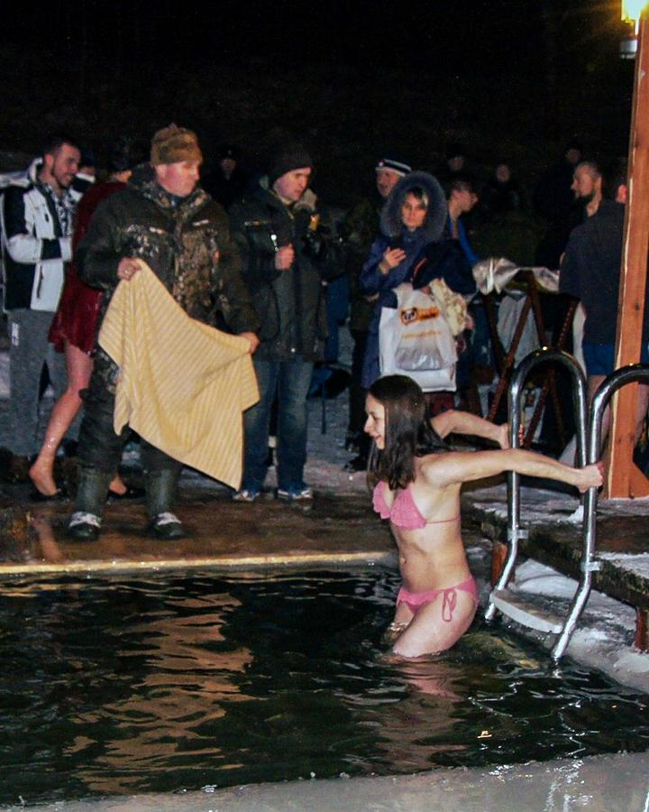 В крещенских купаниях в Ленинском районе приняло участие более 6 тысяч человек. Фоторепортаж фото 18