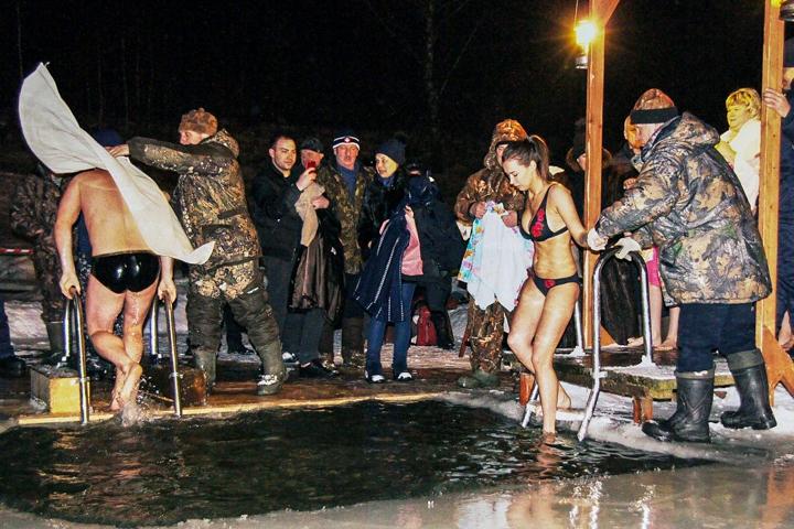 В крещенских купаниях в Ленинском районе приняло участие более 6 тысяч человек. Фоторепортаж фото 23