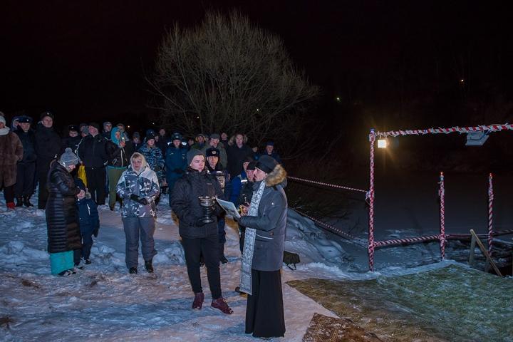 В крещенских купаниях в Ленинском районе приняло участие более 6 тысяч человек. Фоторепортаж фото 3