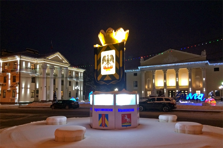В результате ДТП на Советской площади разрушена конструкция с гербами Ленинского района фото 2