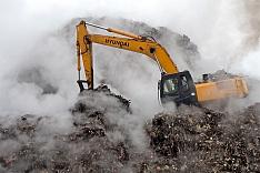 Горящий мусор со свалки в Видном вывозят не на полигон в Коломне, а в овраги на границе с сельским поселением Володарское