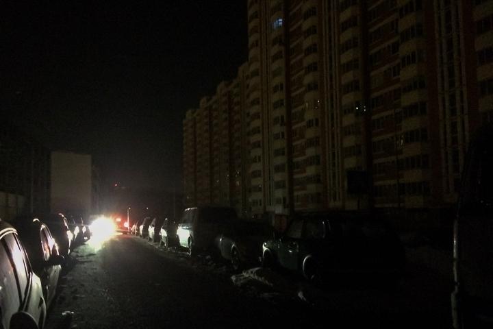 Аварии с подачей электричества, воды и отопления в микрорайоне Купелинка не прекращаются