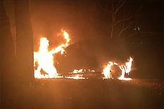 Сожгли автомобили активных граждан Ленинского района Михаила Серяпова и Евгении Егоровой