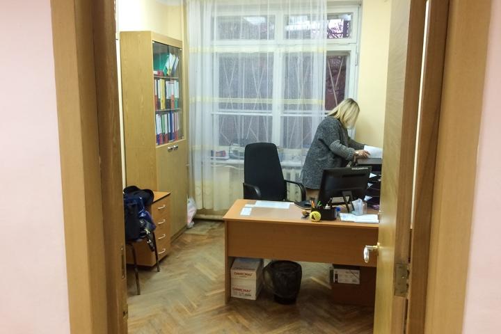 В Горках Ленинских детей после каникул не пустили в их школу. Ее внезапно закрыли на ремонт на несколько лет. Видео фото 8