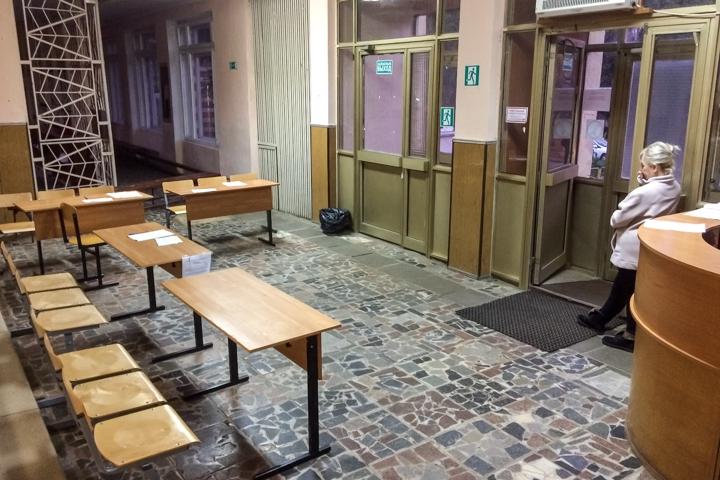 В Горках Ленинских детей после каникул не пустили в их школу. Ее внезапно закрыли на ремонт на несколько лет. Видео фото 3