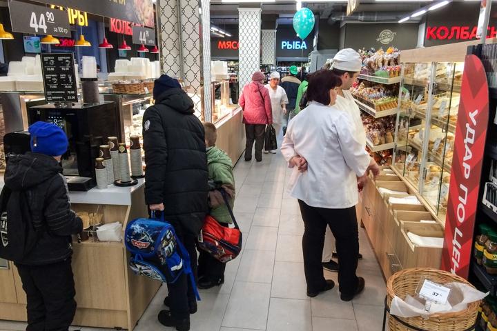 На ПЛК открылся супермаркет EuroSpar. Фоторепортаж фото 24