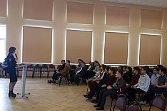 Сотрудники полиции в рамках всероссийской акции «Сообщи, где торгуют смертью» провели профилактическую беседу со школьниками