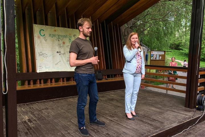В Тимоховском парке открылась «Галерея под открытым небом» из 54 картин. Фоторепортаж фото 2