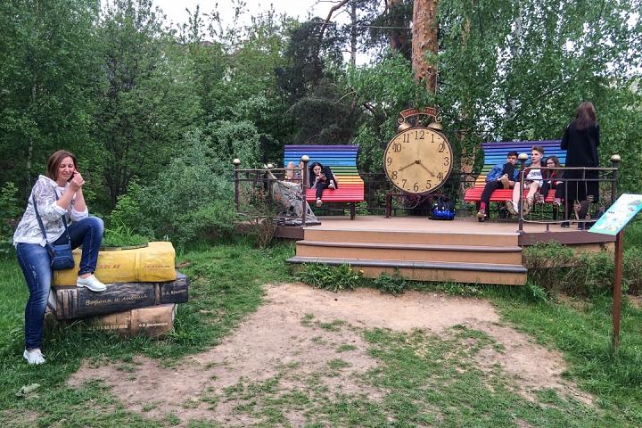 В Тимоховском парке открылась «Галерея под открытым небом» из 54 картин. Фоторепортаж фото 48