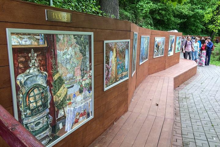 В Тимоховском парке открылась «Галерея под открытым небом» из 54 картин. Фоторепортаж фото 26