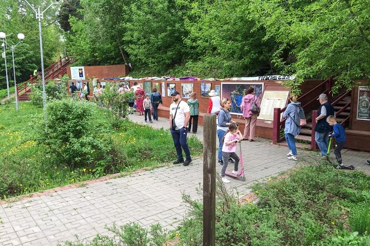 В Тимоховском парке открылась «Галерея под открытым небом» из 54 картин. Фоторепортаж фото 8