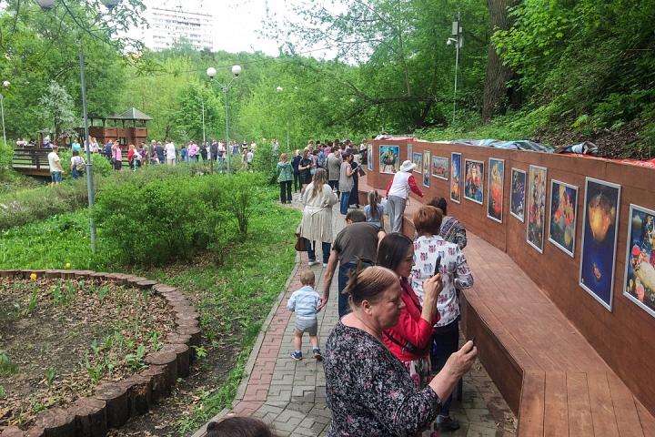 В Тимоховском парке открылась «Галерея под открытым небом» из 54 картин. Фоторепортаж фото 12