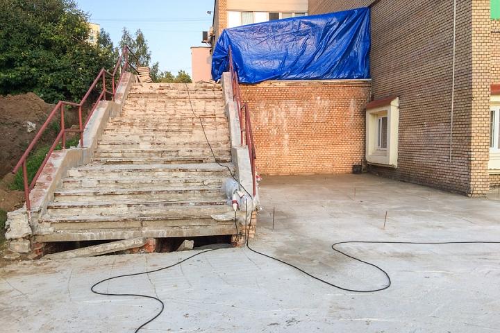 Продолжается реконструкция территории у к/т «Искра», начинается реконструкция фасадов 20-ти ближайших домов. Фоторепортаж фото 14