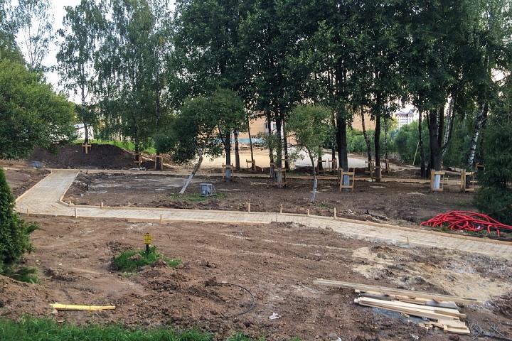 Продолжается реконструкция территории у к/т «Искра», начинается реконструкция фасадов 20-ти ближайших домов. Фоторепортаж фото 24