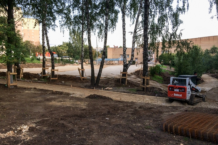 Продолжается реконструкция территории у к/т «Искра», начинается реконструкция фасадов 20-ти ближайших домов. Фоторепортаж фото 19