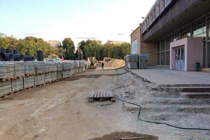 Продолжается реконструкция территории у к/т «Искра», начинается реконструкция фасадов 20-ти ближайших домов. Фоторепортаж фото 35