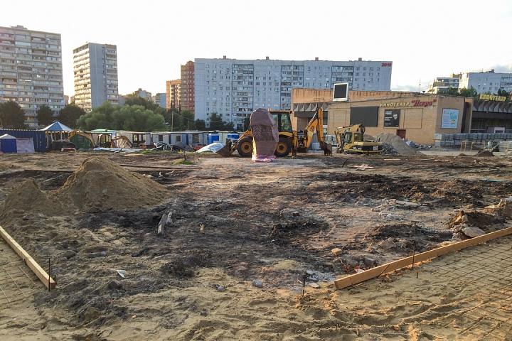Продолжается реконструкция территории у к/т «Искра», начинается реконструкция фасадов 20-ти ближайших домов. Фоторепортаж фото 3